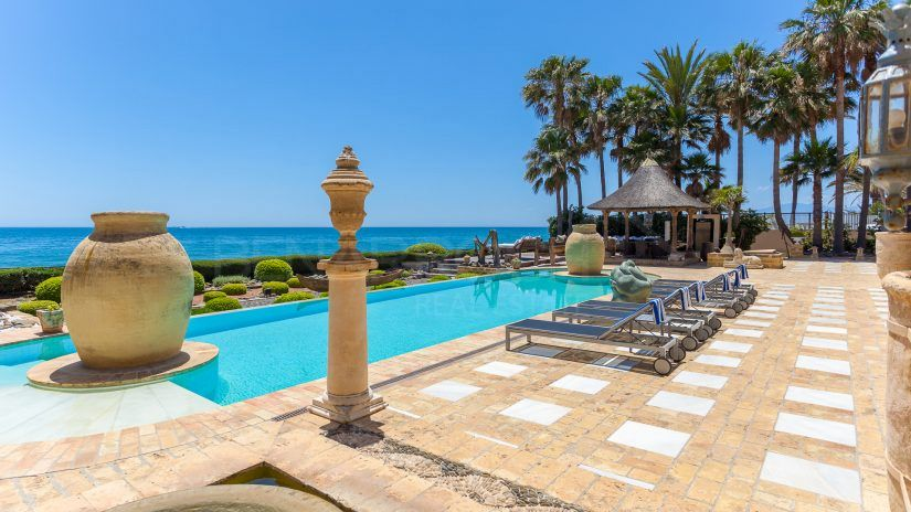 Buy a frontline beach house in Marbella: True luxury