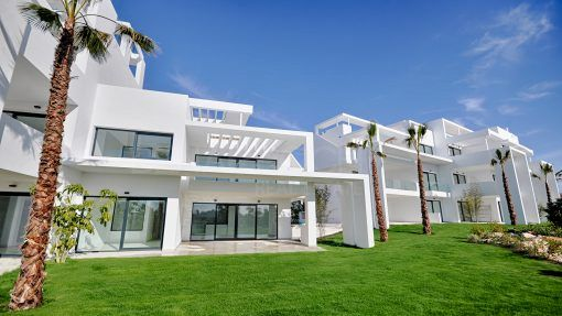 Atalaya Hills, first line golf apartments and penthouses in Benahavis